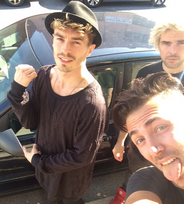 Before we drive we send each other #X to pause the convo and here's our #XSelfie to prove it! #ItCanWait #paid http://t.co/DyIWiwyM9S