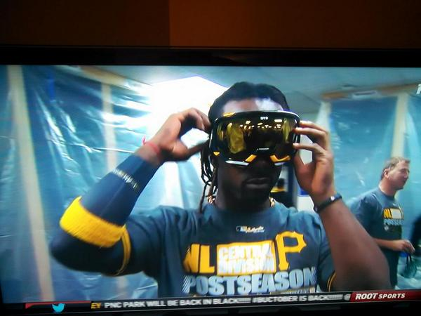 Naturally @TheCUTCH22 has cooler goggles than everyone else! http://t.co/RkN0yLa1yG