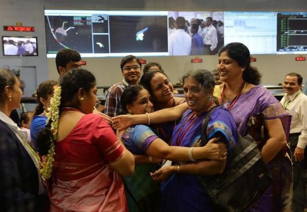 Love this pic so much:when was last time u saw women scientists celebrate space mission? #India #MarsMission @soutik http://t.co/K9BBzX1vz2