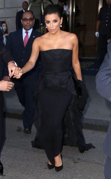 The beautiful @EvaLongoria in #pamellaroland leaving the NYC @RitzCarlton http://t.co/SpO8HldvqM