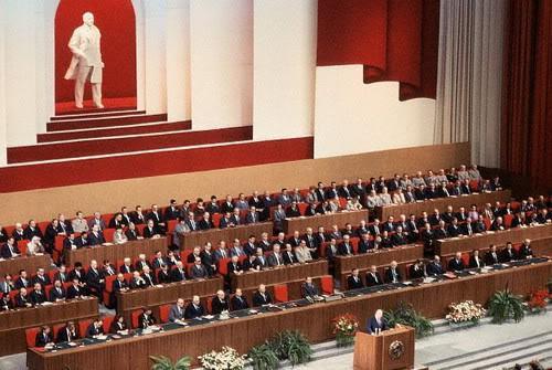 Resultado de imagen para Fotos el Soviet Supremo aprueba el cambio de la economía al libre mercado