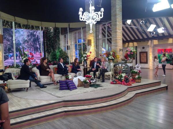 @programa_hoy @SANDARTI @Isabellascurain nuestros especialistas @AdrianaViladoms @metabolikO #MejorEnFamilia http://t.co/VlSZ3UZq3h