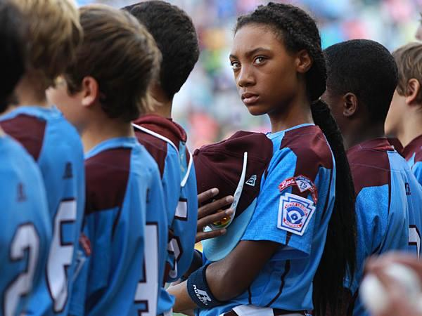 13 Year Old Pitching Phenomenon Mo'ne Davis Makes The Baseball Hall Of Fame  http://t.co/fpZPuwNJ1p to Mo'ne, http://t.co/lBfTr5G31x