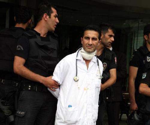 Işid'li teröristleri tedavi eden doktorlara tutuklama... Şaka lan gezi'de tutuklanan doktorlar bunlar http://t.co/yVWONk37Yk