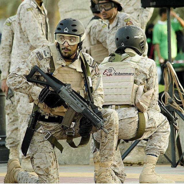 الموسوعه الفوغترافيه لصور القوات البريه الملكيه السعوديه (rslf) - صفحة 27 ByUM_hbCYAAAh0A