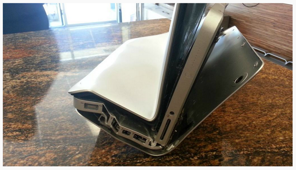 Do not, I repeat, DO NOT put a Mac Book pro in your pocket! http://t.co/HUwXZd2CZD
