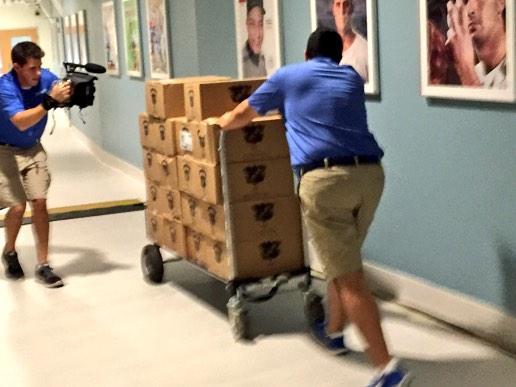 Champaign headed into the Dodgers Clubhouse now #mapit http://t.co/TP8iSJvdQB