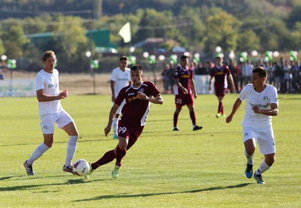 Ivanovski battles for the ball