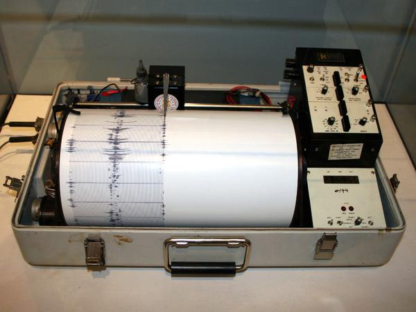 Terremoto Oggi Abruzzo L'Aquila, sisma M3.9 Piana del Fucino in tempo reale
