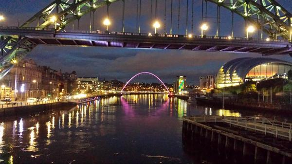 This is why everyone should visit Newcastle and Gateshead if they haven't already! Such a magical and uplifting scene http://t.co/YxzqE5atdw