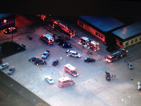 AHORA Un aeropuerto de Chicago O'Hare está evacuando a varias personas por un incendio http://t.co/z7d3jrDaT7 http://t.co/Yg2l59qGA5
