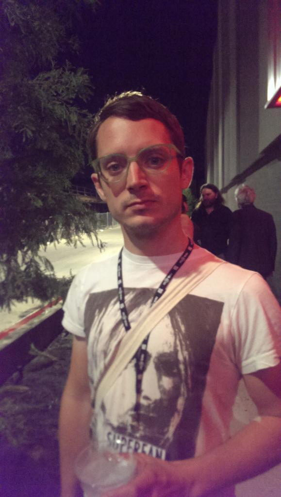 My glasses look great on everybody! @woodelijah #FantasticFest http://t.co/LJnYGvy4Fx