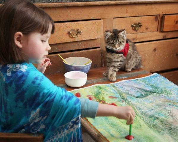 凄い綺麗!描いてるの隣りで観て居たいね RT @coodoo: 真っ直ぐな幸福感でいっぱい。5歳の少女が描く「あふれる色彩の世界」に、透明な気持ちになる  http://t.co/uxxIz0yIHP http://t.co/zPC71zQ8VN