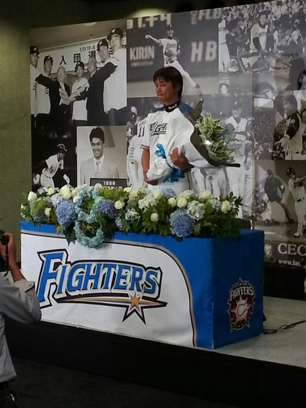 本日正午、金子誠選手が今シーズン限りでユニフォームを脱ぐ決意を表明しました。ファイターズ一筋21年の金子選手の引退会見を本日の試合前の中継の中でお届けします。このあと午後5時30分からぜひご覧下さい。 http://t.co/pILEBIYhJu
