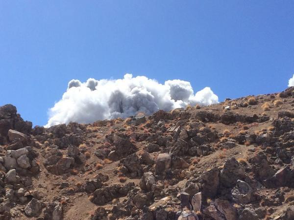@siro700 噴火の瞬間に立ち会いました pic.twitter.com/MO83QOpJaN