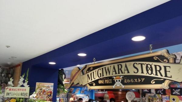 One Piece Store in Tokio - Seite 2 ByhtRYFCAAAf-Z2