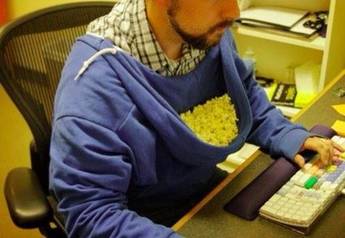 Who says a hoodie is just to keep you warm? You can use it as a popcorn holder as well, Churpers! #ChurpLOL http://t.co/jJI7c3oLwF