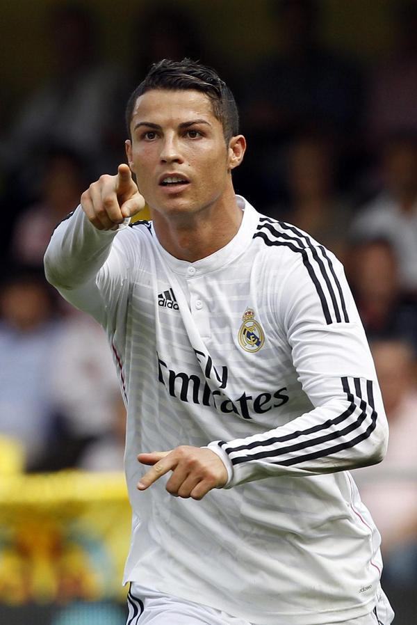 ¡Cristiano se convierte en el 3er máximo goleador en la historia del Real Madrid en Liga con 187 goles! B E S T I A L http://t.co/9LJ0v11hKG