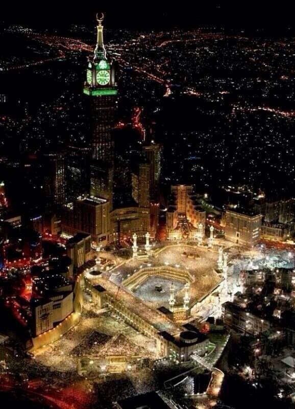 Taking a glance of Makkah Al Mukarramah at midnight #Hajj2014  #Makkah #MakkahAlMukarramah  #مكة_المكرم<br>http://pic.twitter.com/cKF1MJp1Sy