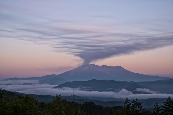 今朝の御嶽山 #御嶽山 #御嶽山噴火 pic.twitter.com/Fg1CMPqF90