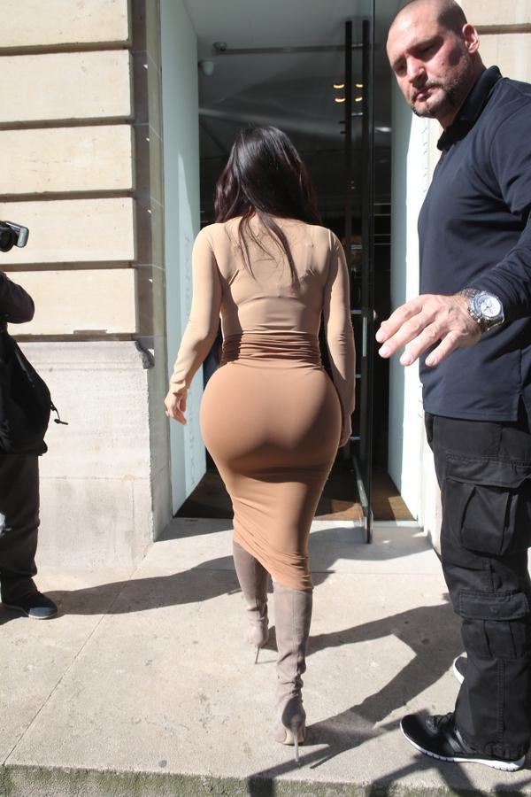 Omg look at her ass
