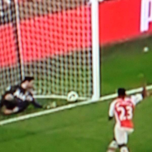 Goal line technology failed. http://t.co/3FIYJhjzPP