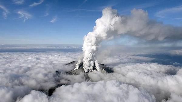 kaori_sakai (毛ば部とる子さん) ドイツメディアが噴火を伝えている。記事の結びは「この付近に原発はありません」そこか!ええ、そこなんですよ。 http://t.co/yvQYttqmC3 http://t.co/raEgZZWLBA