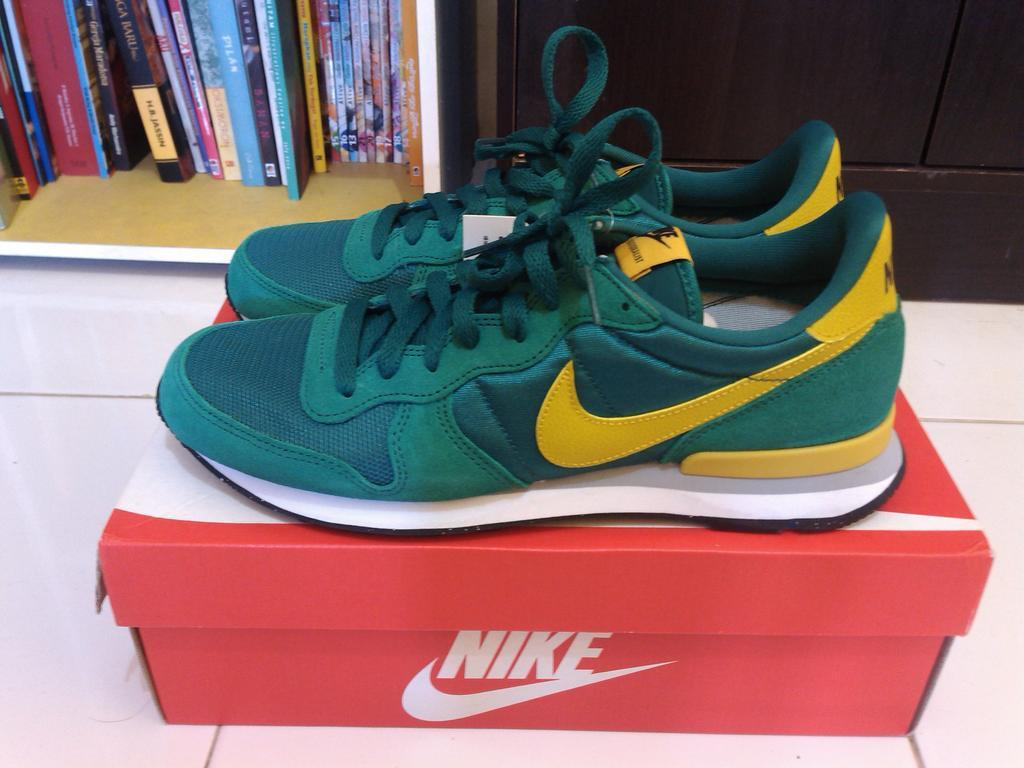 best service 9be65 a46c1 nike internationalist mystic green