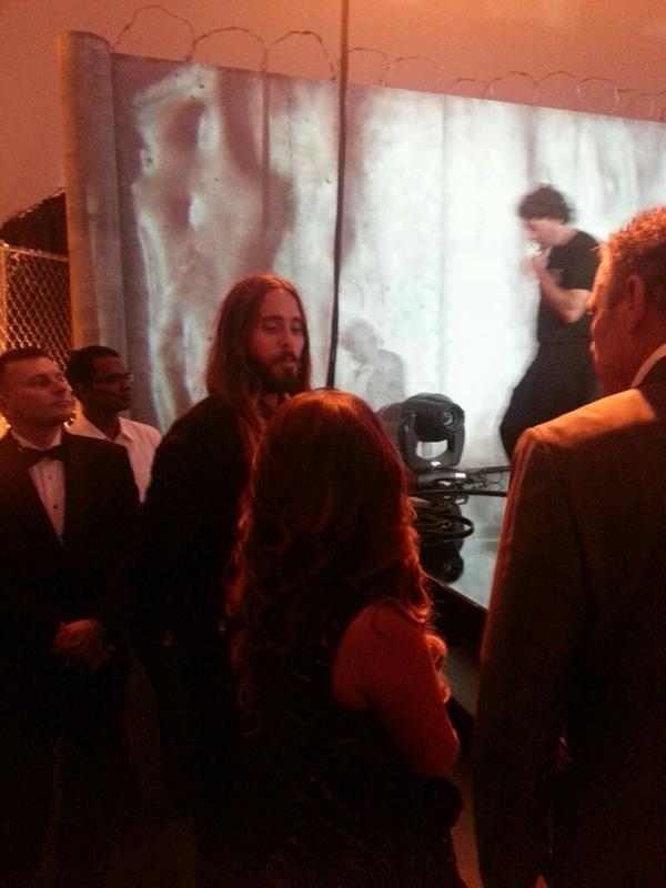 27 septembre 2014 - Jared @ Netflix party BymJStnIYAAeo2w