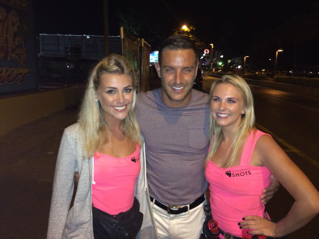 RT @SimmeringShots: @elliottwright_ Nice to meet you on our way to work @esparadisibz last night #towie #ibiza #simmering #shots http://t.c…