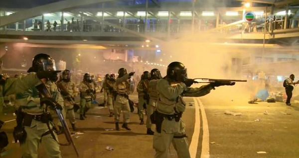 HK Police deny firing rubber bullets. This photo speaks for itself. #OccupyCentral http://t.co/lFV0HnZSAR via @TheAPJournalist