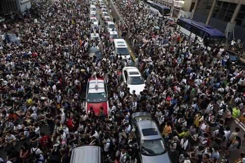 香港:学生数万人、幹線道路を占拠…警察が強制排除 - 毎日新聞 http://t.co/VuRw6G9NnH 金融街・中環(セントラル)地区にかけての交通はまひ状態となった=香港で2014年9月28日、ロイター #国際 http://t.co/omNL0dh8u0