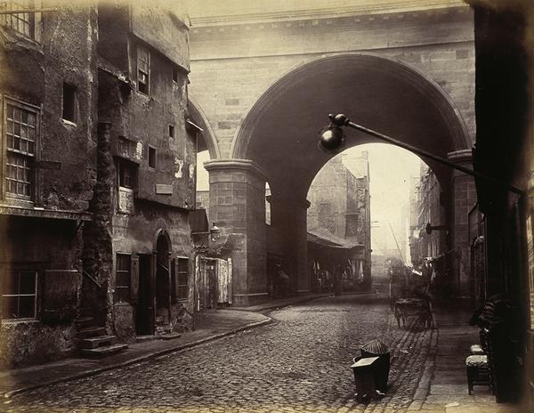 Rennie's London  Bridge & Nancy's steps 1870's. Its now wonder Dickens chose this eerie setting for the meeting. http://t.co/623OhvNmiQ