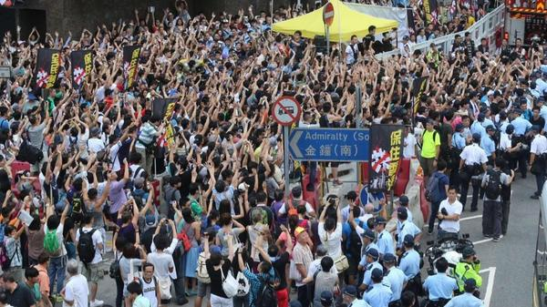 "Hong Kong ""hands up, don't shoot"" emulation of Ferguson protests is such a powerful image: https://t.co/1Sk27MO1Y2"