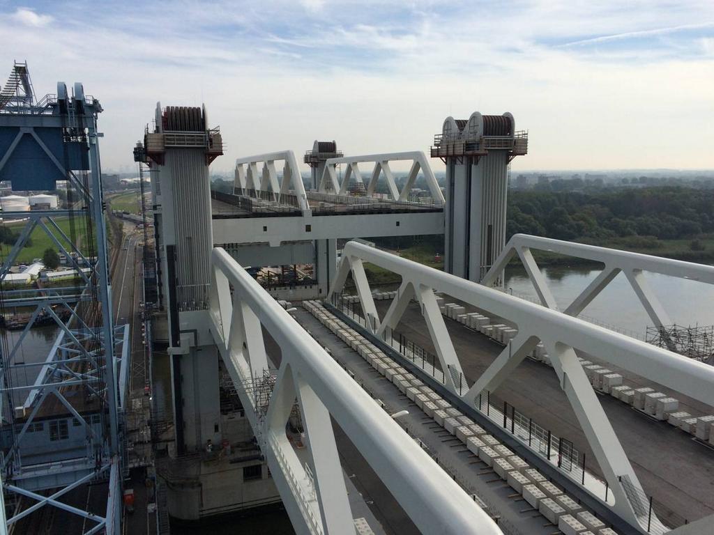 Tweede brugdek nieuwe Botlekbrug met succes geplaatst