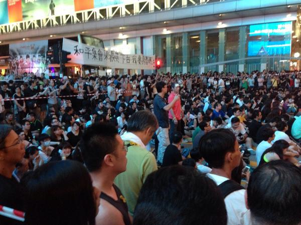 Occupy Mong Kok has become massive. It's impossible to walk through even. People here are not preparing for crackdown http://t.co/iVoJ4ifBlR