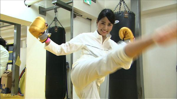 ハイキックをする永島優美