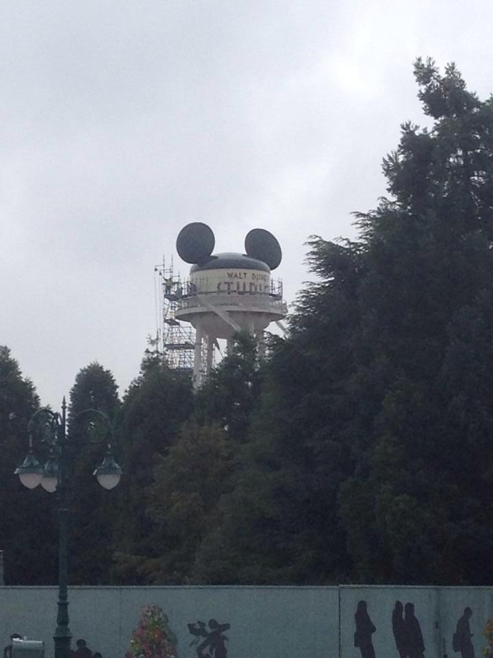 [Parc Walt Disney Studios] Nouveau logo du Château d'Eaureilles - Page 10 ByssccBIQAApDhP