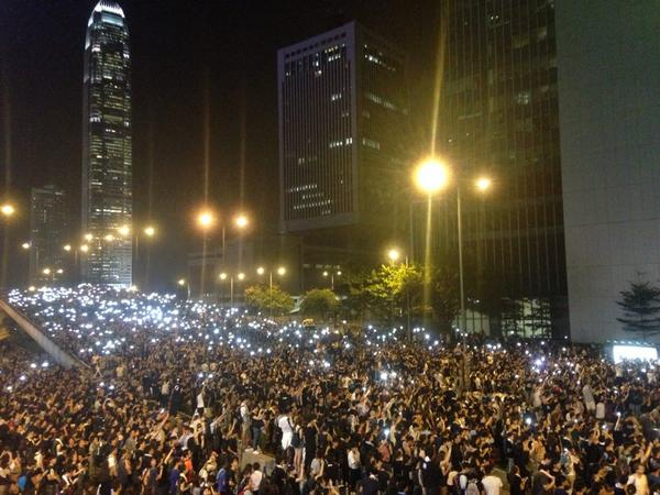 Hong Kong well and truly occupied #occupycentral #HongKong http://t.co/PCmE7xaRsZ Thx @EarthUncutTV