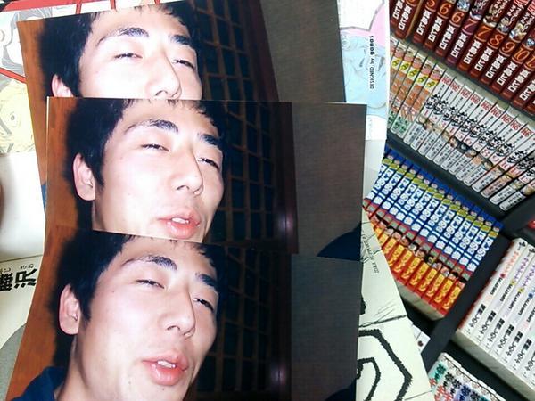 ブックオフで立ち読みしてたら意味不明な写真がはさんであって腹がよじれるほど笑った http://t.co/oMLmsS1lW7
