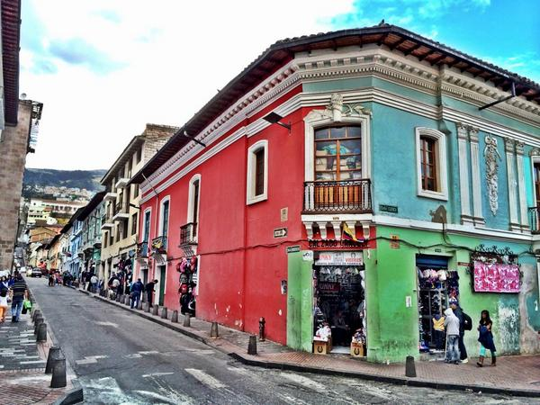 A colourful street corner in #Quito. #HappyinEcuador http://t.co/DDfbxPaUYm