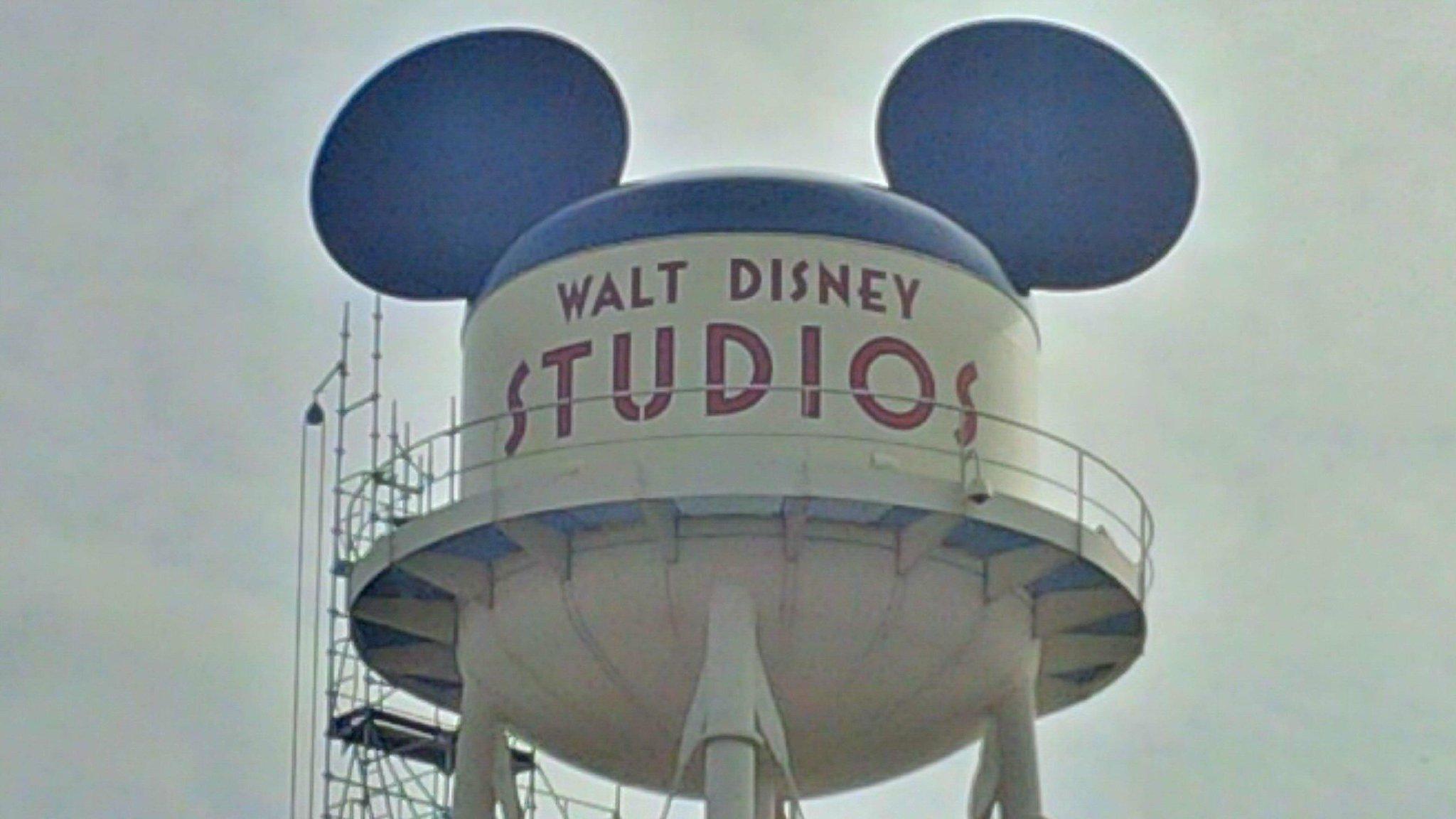 [Parc Walt Disney Studios] Nouveau logo du Château d'Eaureilles - Page 10 BytKs3nIAAAveew