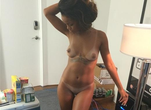 Rihanna Naked Cell Phone Pictures 66