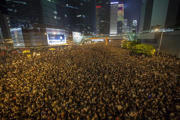 Day Two #OccupyHongKong The scene outside Hong Kong gov't HQ and the banking district in Central about an hour ago... http://t.co/pKY2TvaWCQ