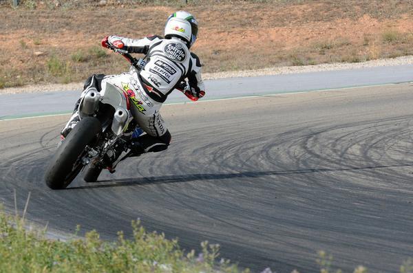 Le bar de la compétition moto ! - Page 21 ByuQFIiCEAAczDo