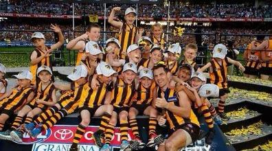 Check out why @LHodge15 missed the @heraldsunsport Premiership team photo on Saturday. What a star! #youremyhero http://t.co/dnLF3WeKyG