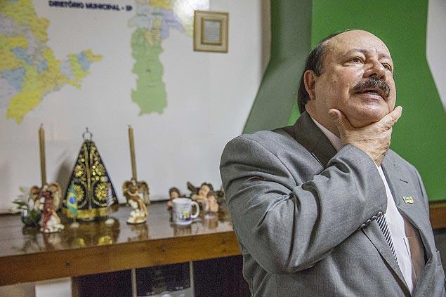 OAB quer cassação de candidatura de Levy Fidelix por homofobia. http://t.co/aSCnKX0DwA http://t.co/51pkXLg0Z6