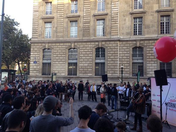 Du monde à #République pour le concert surprise d' @AYOmusic au #NutellaMorningFestival ! http://t.co/6u6aadjS6h