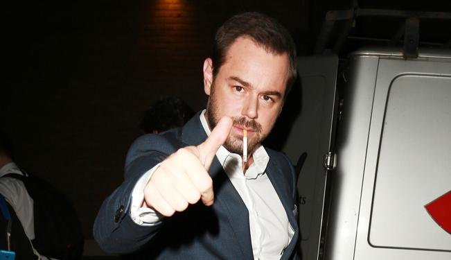 RT @HolyMoly: Who is Danny Dyer pointing out? We guarantee the answer will BLOW YOUR MIND.  http://t.co/vaZ7JBMnje http://t.co/v3fRntBads