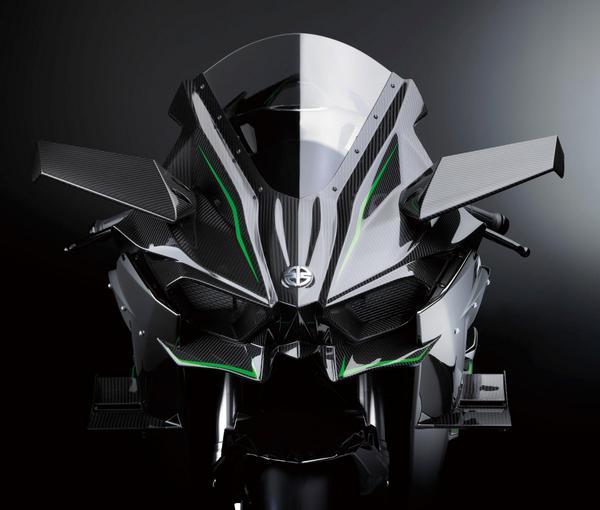 【カワサキ Ninja H2R!】超高速域においてもライダーの制御下においた走行が可能なように空気抵抗と空力特性を両立。まさに航空機や車両という別事業カンパニーを持つ、川崎重工ならではの進化の成果である。 pic.twitter.com/0VhoWkb3lN